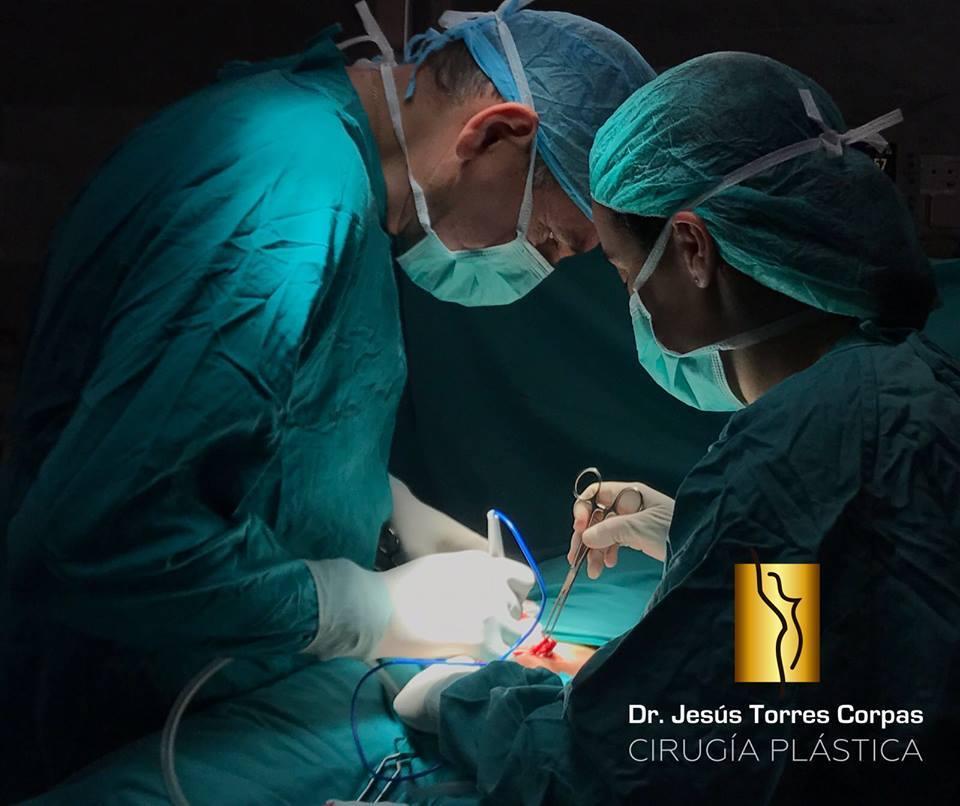 ¿Cómo acabar con nuestras dudas al elegir un cirujano plástico?